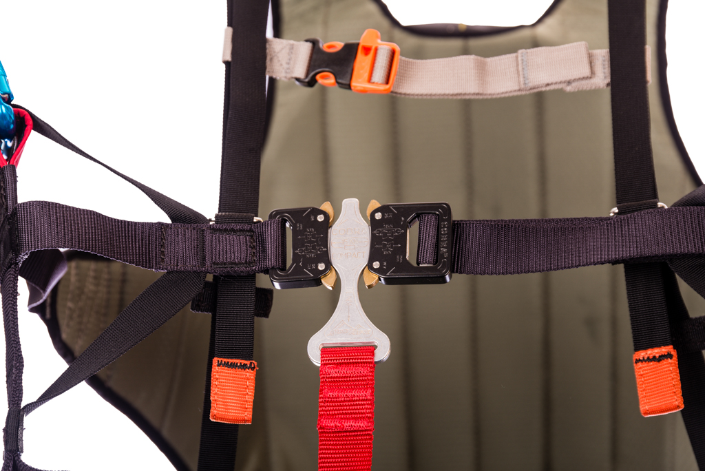 Non-forgettable safety chest strap