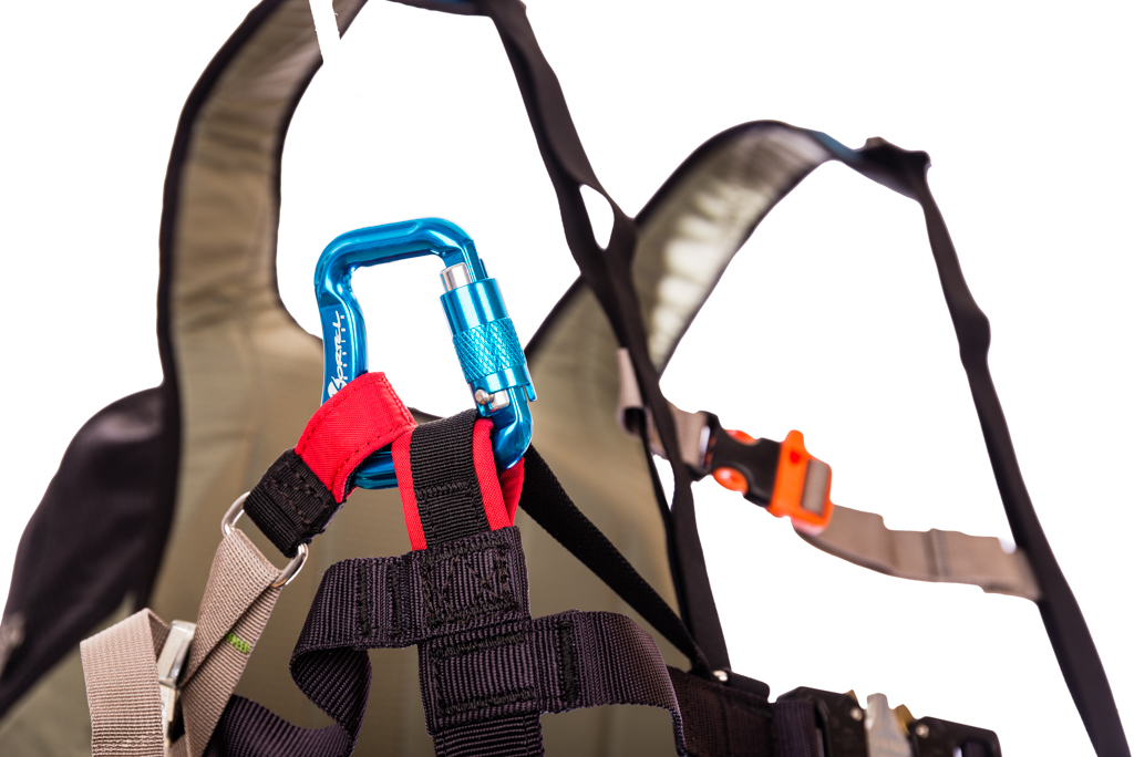 Self-locking carabiners