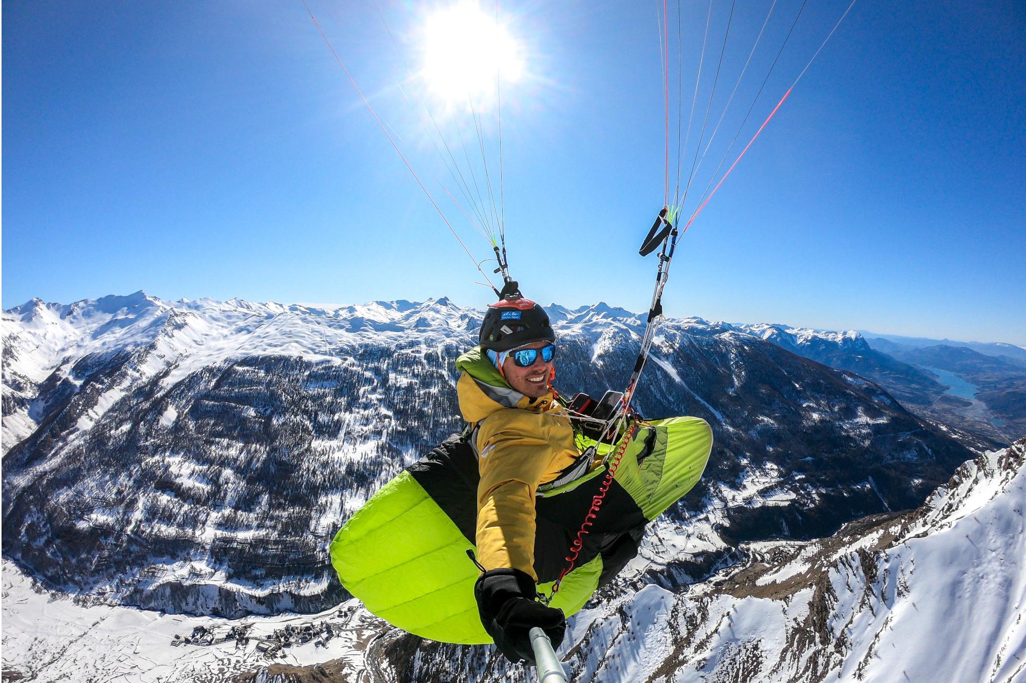 Hiver 2020, entraînement hike and fly, vallée de Crevoux, Hautes-Alpes. Damien Lacaze