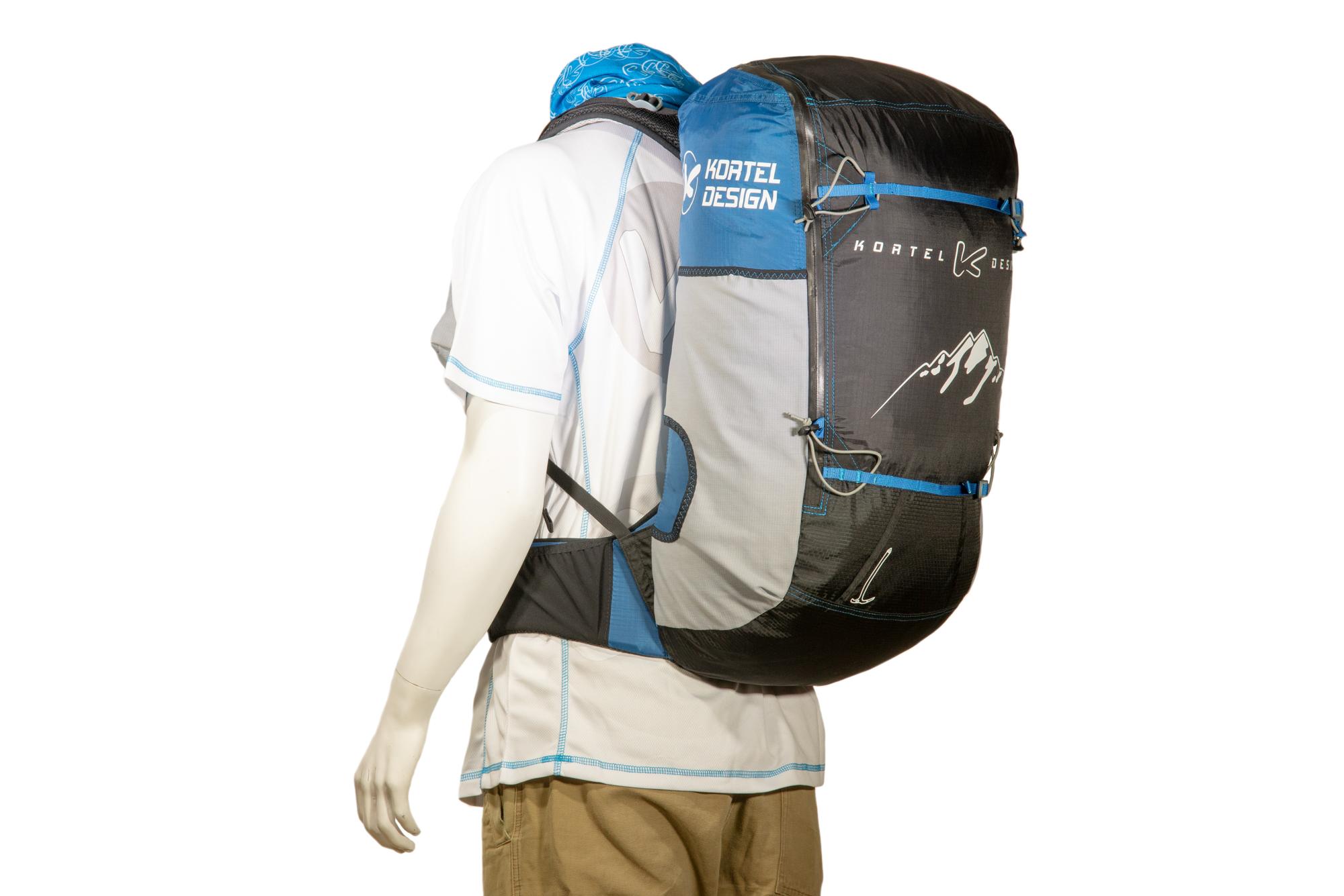 Nombreuses poches filet latérales, avec accès possible en marchant